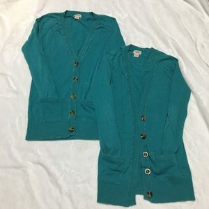 🎀2 identical button front cardigans w/ pockets🎉